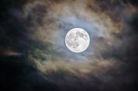 Cómo fotografiar la Luna llena azul de Halloween (que no se repetirá hasta 2039): trucos, consejos y material necesario