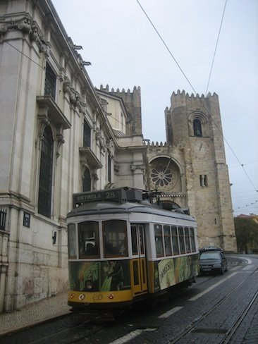 Tranvía en la Se de Lisboa