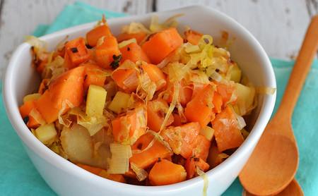 Ensalada de camote, manzana y poro. Receta saludable