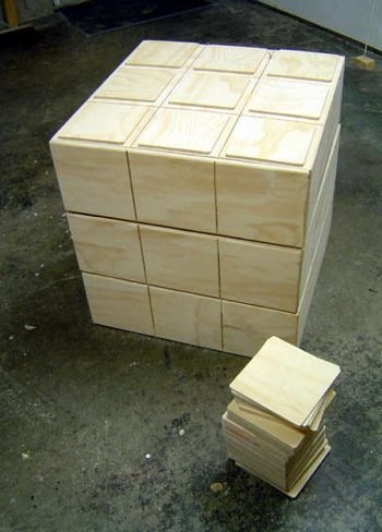 Una cajonera con forma de cubo Rubik