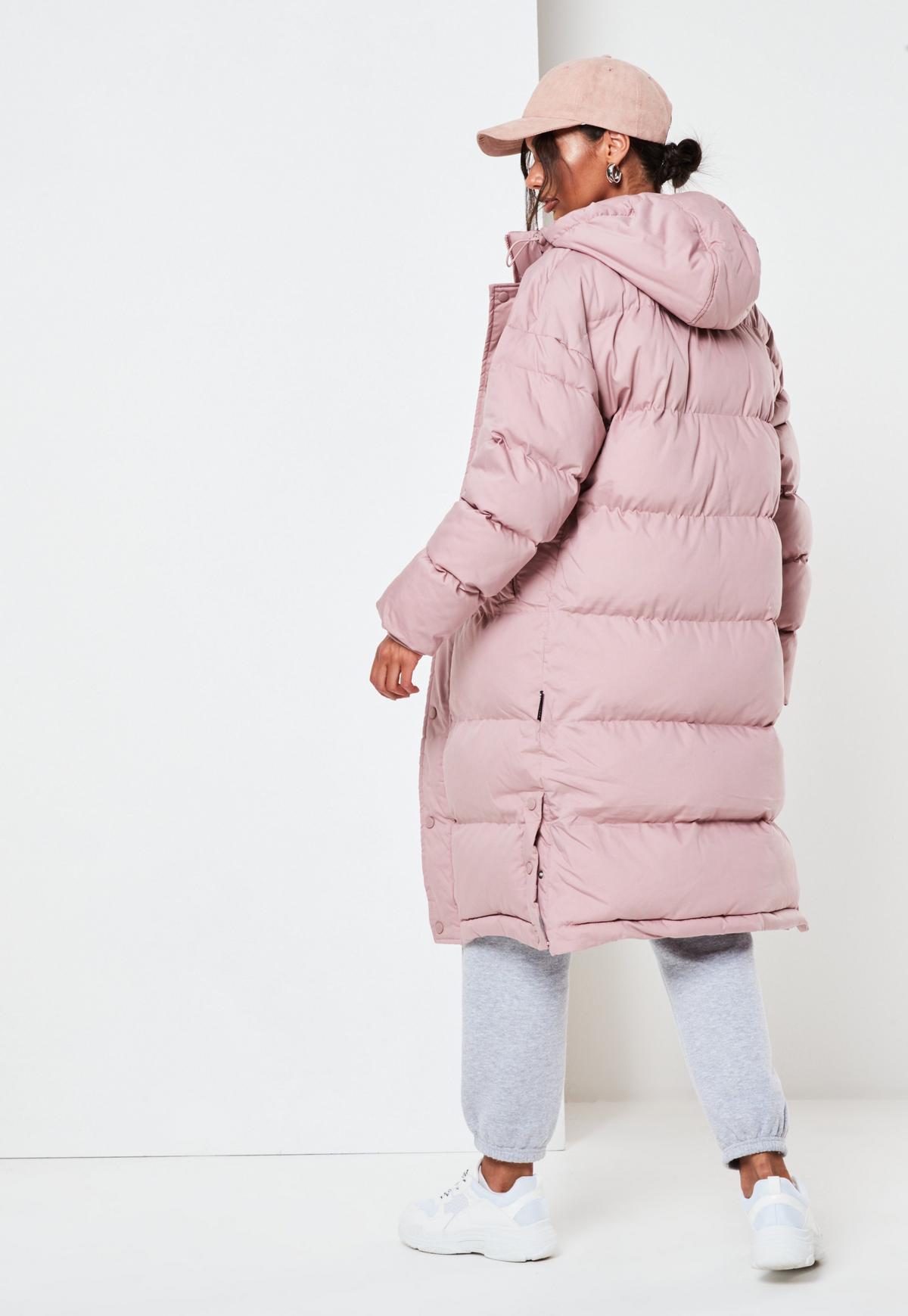 Abrigo largo acolchado de color rosa de Missguided
