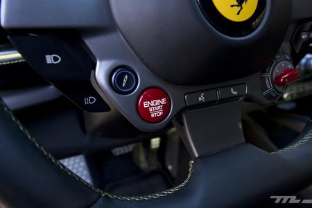 Ferrari 812 Superfast mandos volante