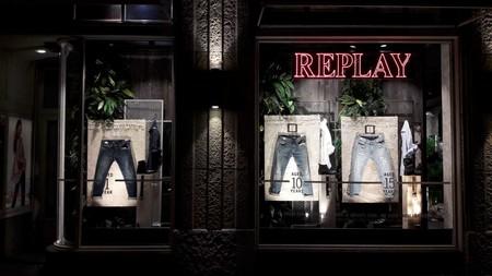 El denim de Replay le pone un toque vintage a tu look de otoño con su línea de jeans envejecidos