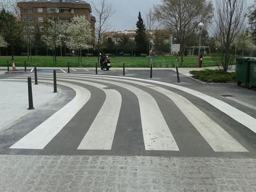 El paso de peatones que, casi con toda seguridad, sea el más absurdo y peligroso de España