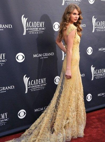 El look de Taylor Swift en los Academy Country Music Awards