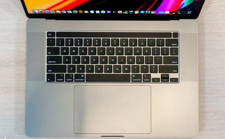 """Ocho accesorios para sacar el máximo partido al MacBook Pro de 16"""", el ordenador portátil más potente de Apple"""