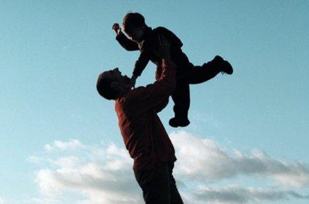"""""""Dormir con mis hijos me aporta felicidad"""". Entrevista a Jose Ernesto Juan, de la Asociación Besos y Brazos"""