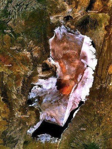 Natron, el lago rojo de Tanzania