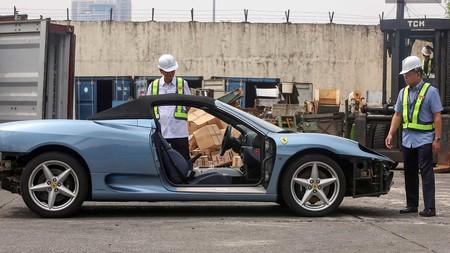 Gobierno filipino destroza un Ferrari 430 Spyder