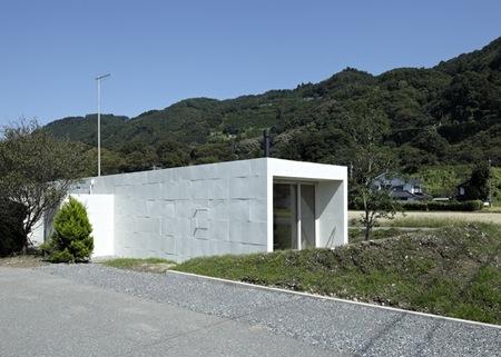 Puertas abiertas: una casa japonesa de bajo presupuesto inspirada en la naturaleza