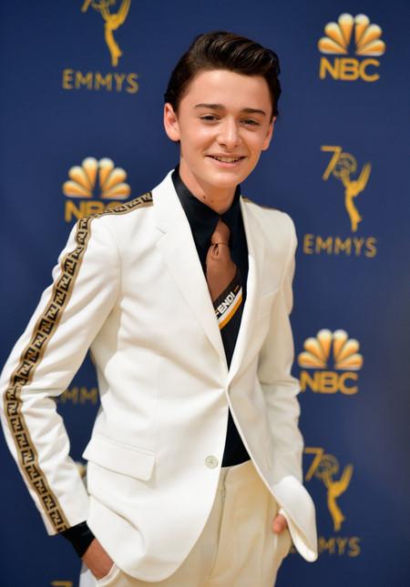 Noah Schnapp Lleva La Logomania De Fendi A La Alfombra Roja De Los Premios Emmy 3