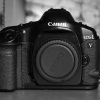 Canon deja de fabricar la EOS-1v, lo que su supone abandonar definitivamente las cámaras de película química