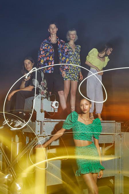 Nueve prendas estampadas de la nueva colección de Pull & Bear que te harán soñar en los próximos meses