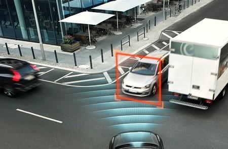 El nuevo Volvo XC90 estrenará frenada autónoma en las intersecciones y protección contra salidas de vía