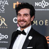 José Manuel Seda abre la alfombra roja de los premios Goya con un look clásico y elegante