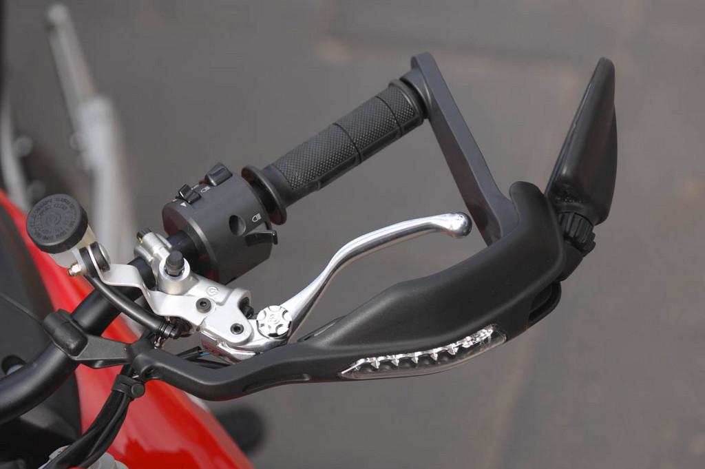 Foto de Ducati Hypermotard (9/27)