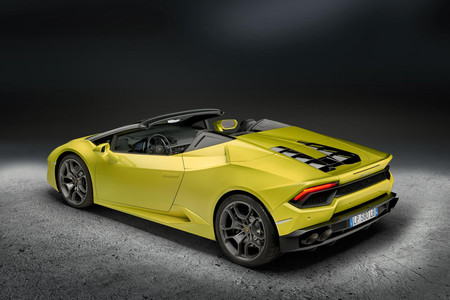 ¡Una máquina de derrapar! El Lamborghini Huracán Spyder se atreve al todo atrás