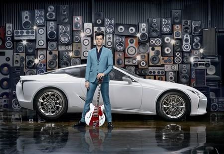 Mark Ronson le pone su sello musical (con estilo) al nuevo LC de Lexus