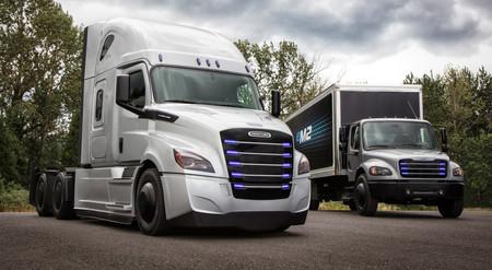 Freightliner eCascadia y eM2