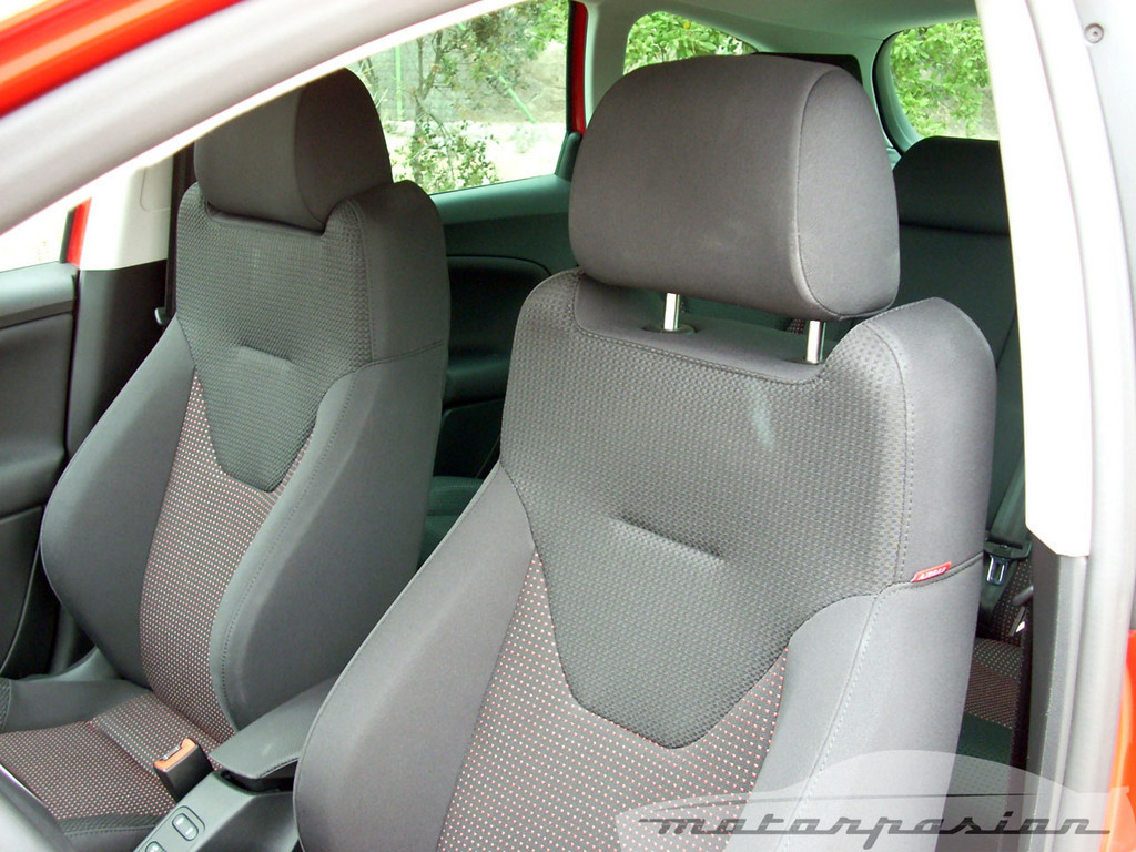 Foto de SEAT Altea XL contra Volkswagen Touran  (17/36)