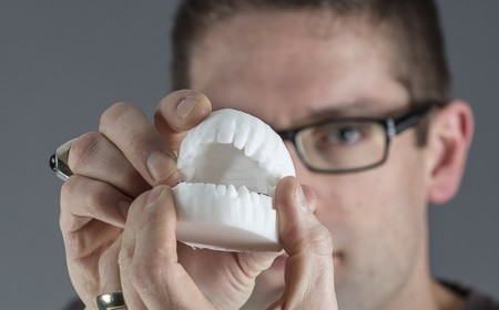 Estos dientes impresos en 3D se cargan el 99% de las bacterias