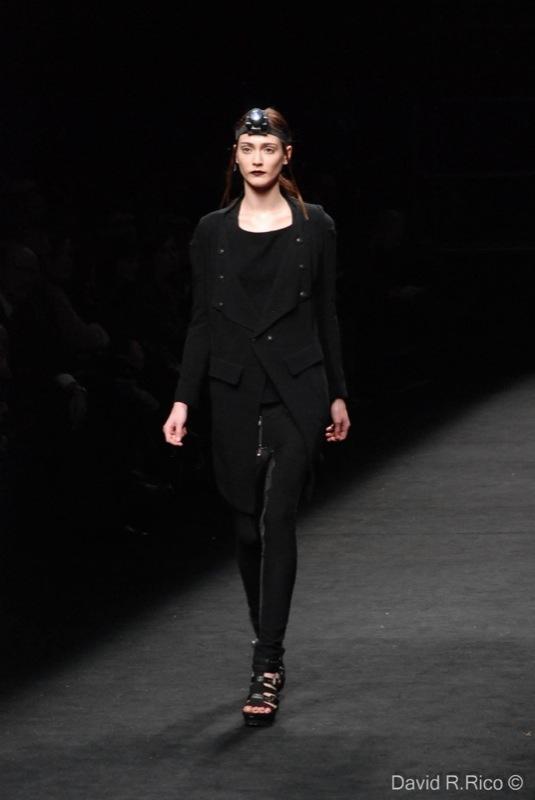 Foto de 080 Barcelona Fashion 2011: segunda jornada con las propuestas para el Otoño-Invierno 2011/2012 (54/99)