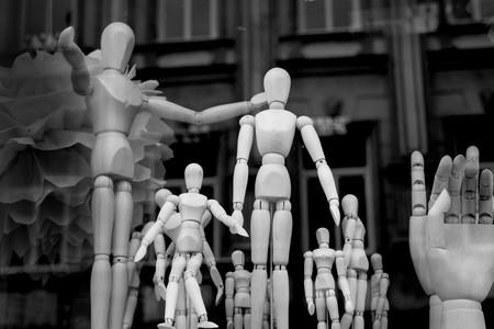 El ir y venir de Facebook con la desnudez: pechos de hombres sí, espaldas de mujeres no tanto