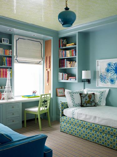 Puertas abiertas: dormitorio infantil con zona de estudio