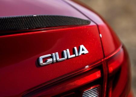 Sí, los coches también llevan nombres de personas, algunos por homenaje otros por gusto