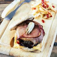Hamburguesa de ternera con jamón serrano y piña: receta
