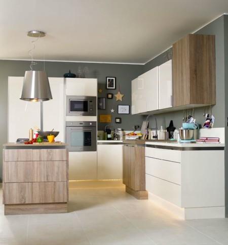 Una cocina luminosa y actual los muebles blancos son - Comodas blancas leroy merlin ...
