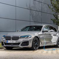 BMW 545e xDrive: el Serie 5 híbrido enchufable más potente llega con 394 CV y sin perder la etiqueta CERO
