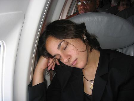 Consejos para descansar en el avión