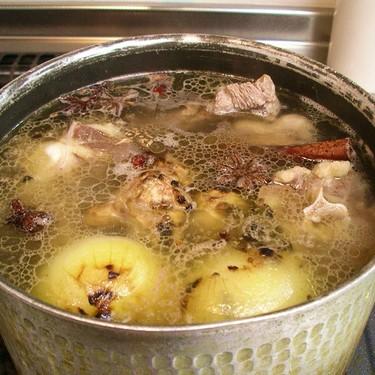 Caldos básicos para cocinar igual que un profesional: qué son, para qué sirven y cómo prepararlos
