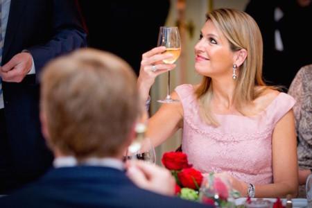 """Mary de Dinamarca se copia de su """"compañera"""" Máxima de Holanda un año después, el Valentino de la discordia"""
