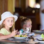 Les descuentan 13 euros de la cuenta en un restaurante por el buen comportamiento de los niños