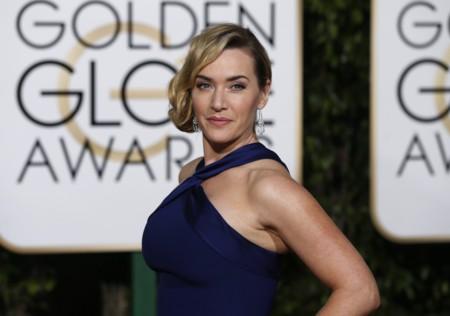 Kate Winslet marca curvas con un vestido de Ralph Lauren en los Globos de Oro 2016