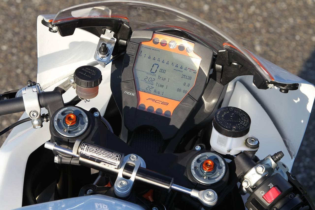Foto de KTM 990 SMT ABS y KTM RC8 R Track, una actualización y un lujo a partes iguales (1/19)