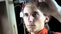 El cyborg Neil Harbisson pone WiFi y bluetooth a su eyebord