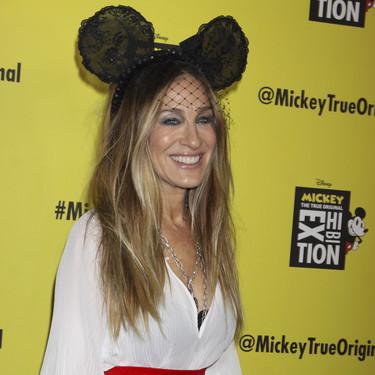 Sarah Jessica Parker vuelve a brillar con un original tocado convirtiéndose en la Minnie Mouse más estilosa de todos los tiempos