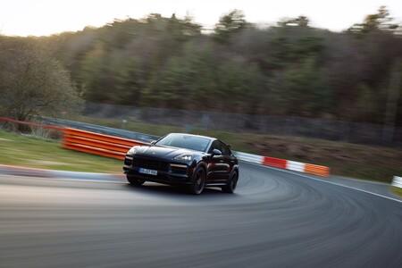 Un Porsche Cayenne más radical está en camino, y ya es el SUV más rápido de Nürburgring con un récord de 7:38.925