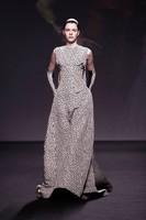 Dior apuesta por los recogidos efecto mojado en su desfile de Alta Costura