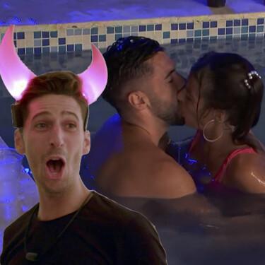Al final ha sido la 'D': Marta Peñate cae en la tentación y se besa con Dani dejando a Lester imágenes como para dos carretes en la próxima hoguera de 'La Isla de las Tentaciones'