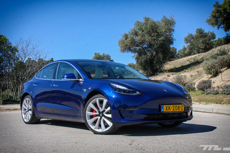 FCA pagará para contabilizar como suyos coches eléctricos de Tesla y reducir así su media de emisiones