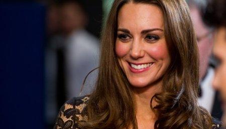 Dos reinas del ladylike: Kate Middleton y el encaje o Angelina Jolie y el cuero