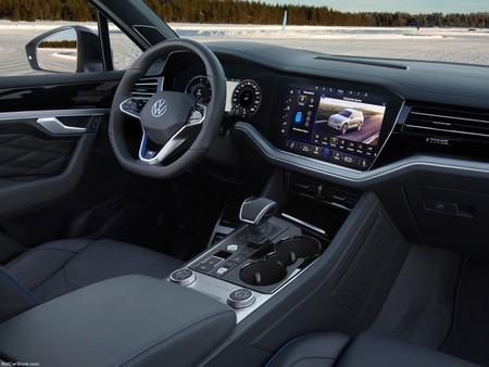 Volkswagen Touareg R 2021 1600 44