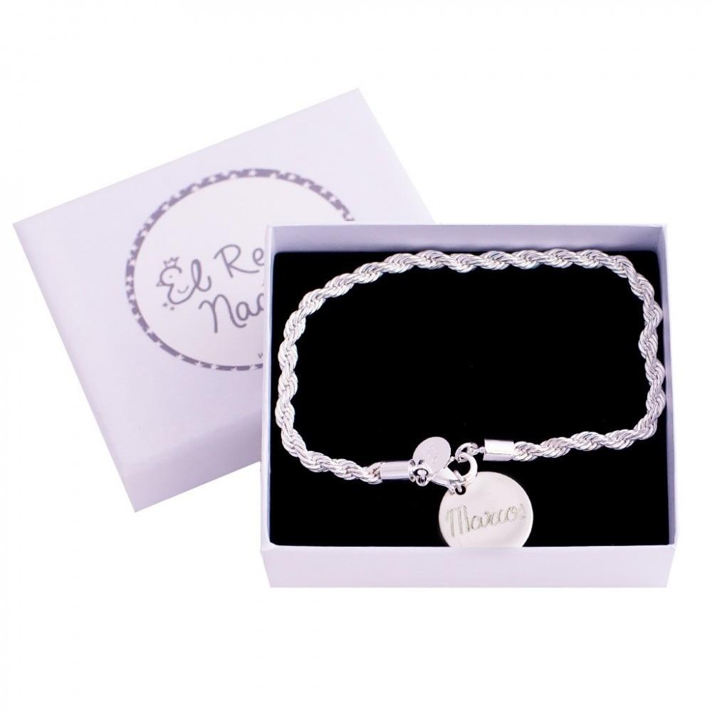 EL RECIÉN NACIDO  Pulsera enrollada de El Recién Nacido para mamá de plata con medalla personalizada con nombre grabado