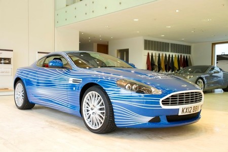 Este es el Aston Martin DB9 que diseñaron los fans del Facebook de la marca