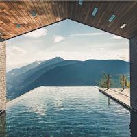 Diseño y naturaleza van de la mano en este impresionante hotel de los alpes italianos