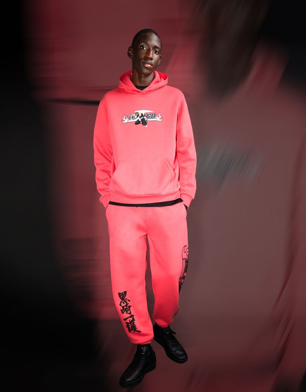 Pantalón jogger BLEACH X BERSHKA print